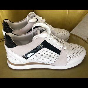 New Michael Kors sneakers 7 M